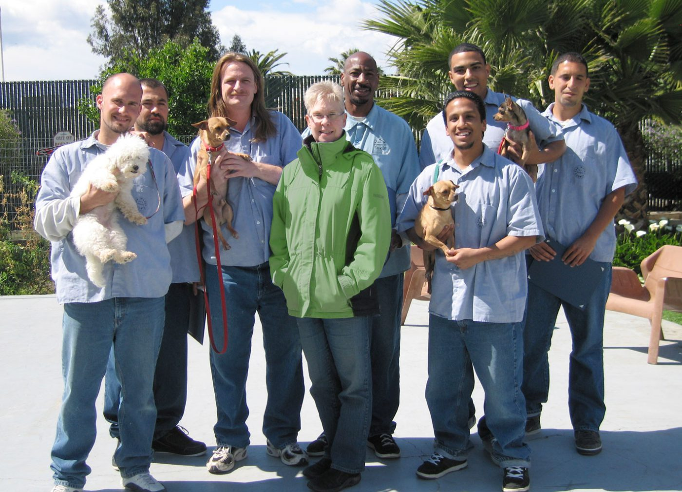 Martina with seven jail inmates and four dogs from the TAILS program
